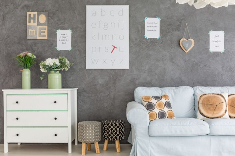 Room with wall decorations
